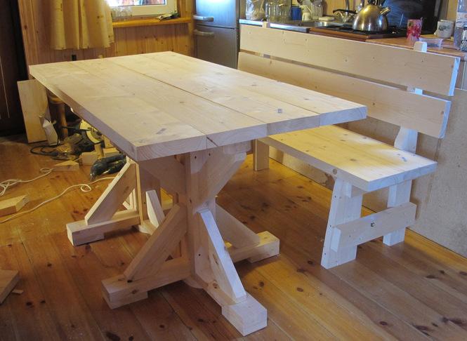 Деревянный стол для дачи