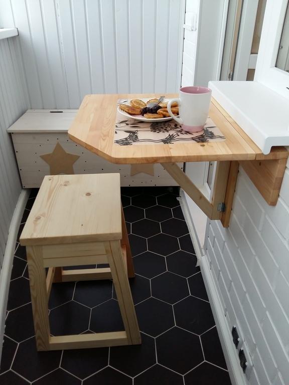 Как сделать стол для балкона своими руками 85
